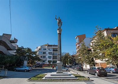 Паметник на Фили Македонски в Пловдив
